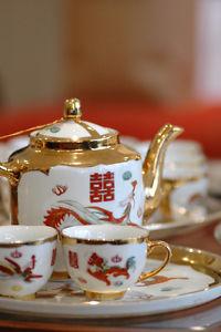 Vintage tea set (rental)