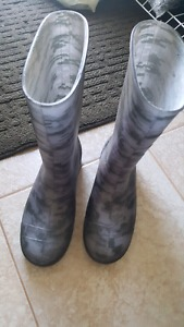 Boys rubber boots size 5
