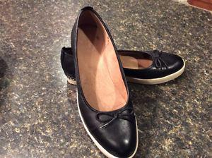"Clarks women's shoes ""like new"" size 9.5"