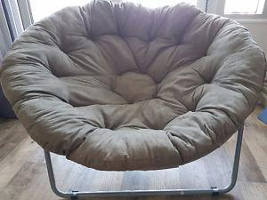Comfy Papadum chair, olive green