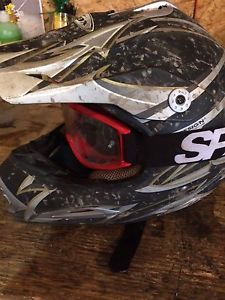 Large dirtbike helmet