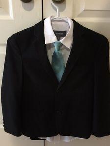 Newberrry 3 piece suit Boys size 8 Like New