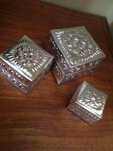SET OF 3 METAL JEWELLERY/TRINKET BOXES - $5