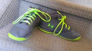 Under armour basketball sneakers boys size 3
