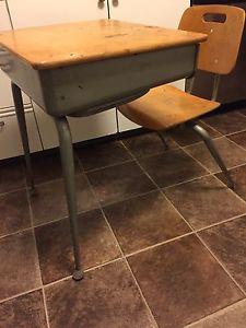 Vintage (s) Kids School Desk