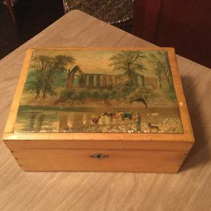 FURTHER REDUCED! Beautiful decorative vintage box