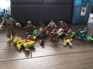Ninja Turtles figures for sale / à vendre