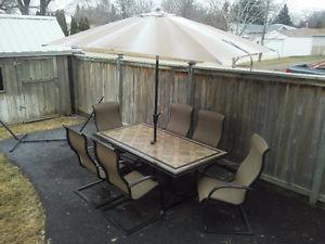 Patio furniture set - like new!