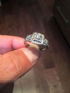 beautiful modern style diamond engagement ring