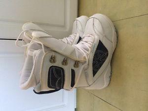 Like new Lamar women's white snowboard boots size 8