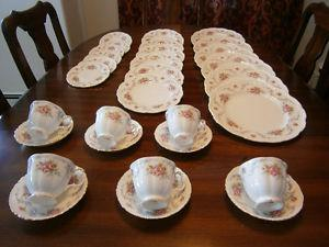 Six Exquisite Royal Albert Tranquillity Place Settings