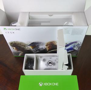 *Xbox One S 2TB*