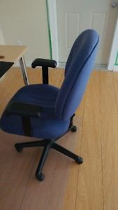 blue office / computer chair in perfect condition