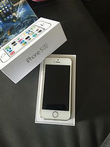 iPhone 5s 32GB $275 OBO W/ lots of cases!!