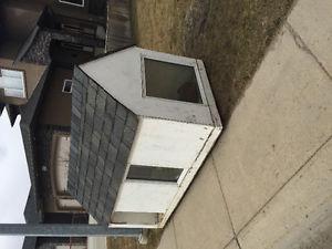 Dog house. 4'x8' 3 windows. Insulated