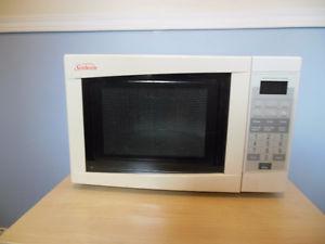 100% Working Condition Sunbeam Microwave Kitchen Reno