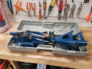 2 Ton Floor Jack Kit - stands, wheel chalk included.