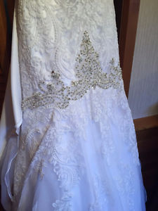 Allure Bridal Wedding Gown with Veil