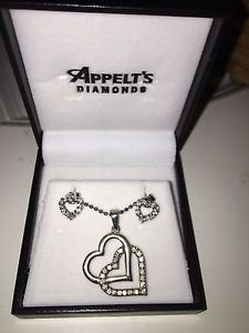Appelt's silver heart necklace with heart hearings