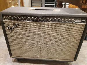 Fender Ultimate Chorus Electric Guitar Amp -