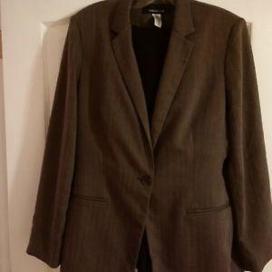 Jones New York taupe blazer in great condition