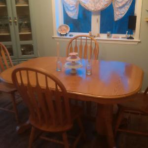 Kitchen Table with leaf & 6 Chairs