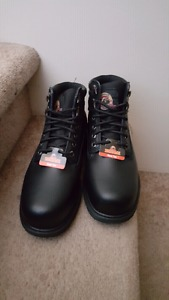 Safety shoes size 7 brand new