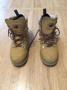 Size 8 DVS boots