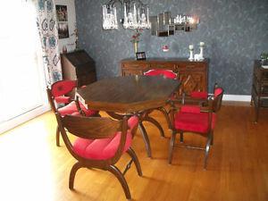 Table de salle à dîner vintage