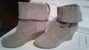 Womens' green/grey suede ankle boots