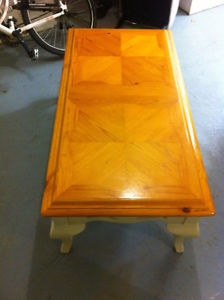 Excellent little table - coffee/living room couch table