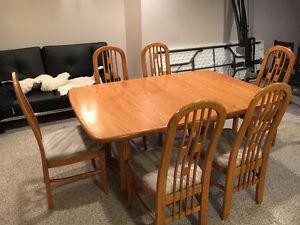 Finn Line Dining Room Table & Chairs