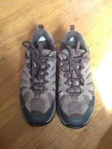 Men's brand new north face hikers - size 10.5