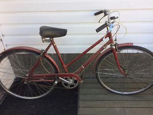 Women's 3 speed vintage bike, (27 Inch tires)