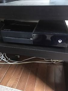 Xbox One. 4 controllers. Sports games