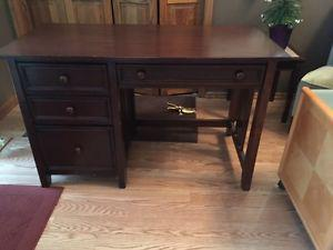 Desk with rolling file cabinet