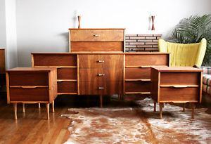 Retrospekt: Mid-Century Modern Walnut Bedroom Set