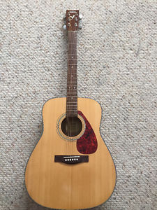Yamaha Acoustic Guitar with Soft Shell Case