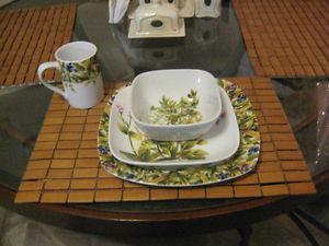 8 Place Setting Stokes Dish Set