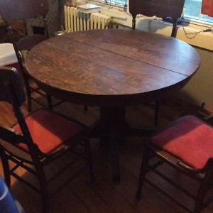 Antique dinning room table with 4 chairs and 3 leafs
