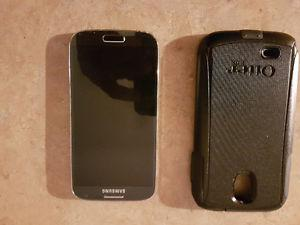 Samsung S4 with outer box