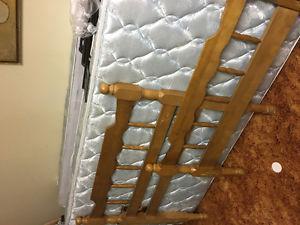 Single boxspring and mattress
