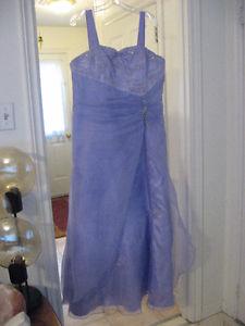 Très jolie robe couleur lilas à vendre/Beautiful high