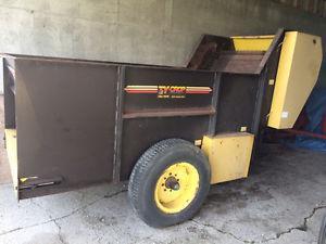 Ty-Crop Silage/Sawdust Wagon