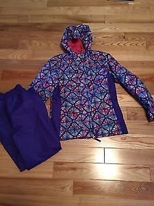 Wanted: Wanting to buy SPLASH/RAIN SUIT COSTCO xmnt size 7/8
