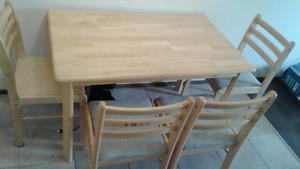 Moving sale!! Dining table and four chair 60$