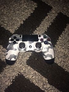 PS4 looking for Xbox 1