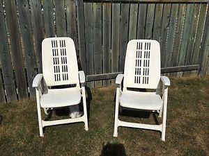 Set of 2 patio/yard chairs