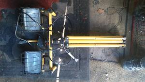 Carpenters light 500 watt 3 months old
