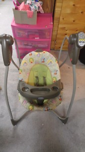 Graco Winnie the Pooh Swing in excellent condition